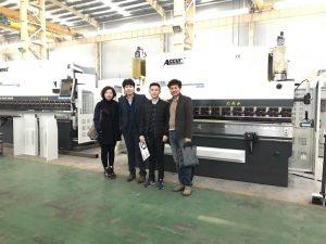 韓国のお客様が工場を訪れる