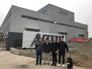 ロシアのお客様が工場でDouble Linkage Bending Machineを訪れます