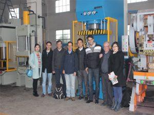 ペルーの代表団が工場を訪問して機械を購入した